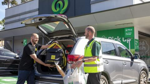 Woolworths ramps up online shopping capacity to support more Melbourne customers