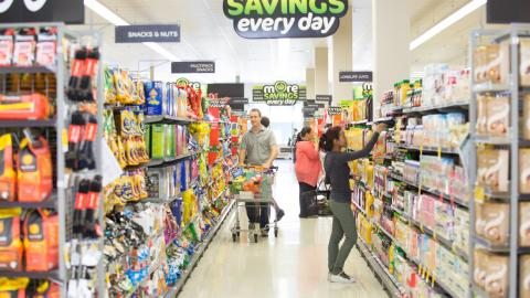 Woolworths Airlie Beach welcomes first customers to new store