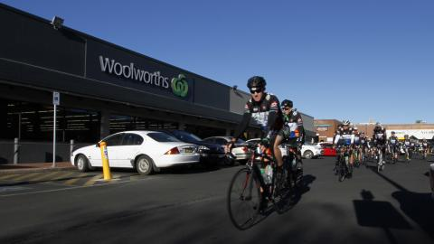 Woolies on Wheels team helps Cowra locals fight cancer